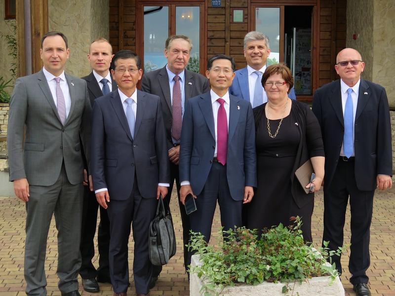 Korejska delegacija s Upravom Krasa