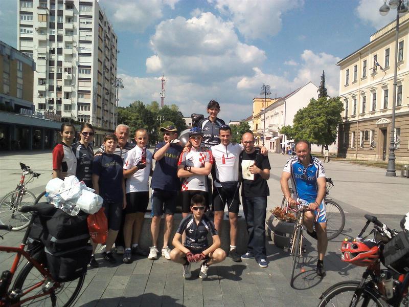 coca-cola-biciklisti-prilikom-dolaska-u-slavonski-brod