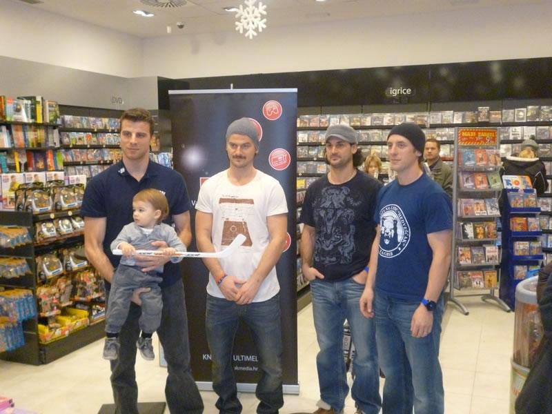 hokejasi-medvescaka-arena-ice-fever-2012-najava-large