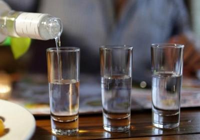 votka-rusija-alkohol-midi